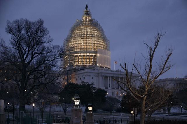 Les sénateurs ont voté jeudi par 62 voix... (Photo J. Scott Applewhite, AP)