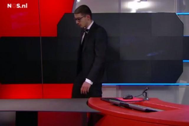 Un homme armé a interrompu jeudi soir le journal de 20h(14h, heure de... (Image tirée d'une vidéo)