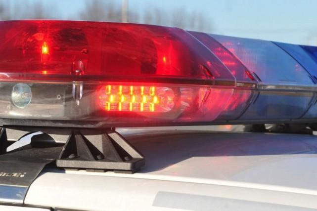 Deux motoneigistes ont été blessés légèrement jeudi après-midi à la suite d'une...