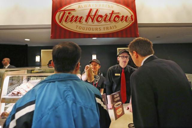 Tim Hortons mettra à pied environ 350 employés... (PHOTO PETER JONES, ARCHIVES REUTERS)