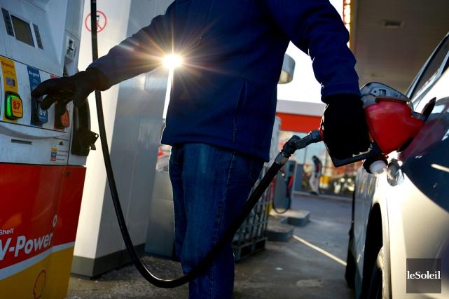 Le prix du pétrole a commencé sa chute... (Photo Pascal Ratthé, archives Le Soleil)
