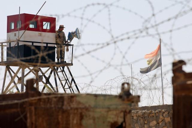 Vingt-six militaires, ont été tuées et au moins... (PHOTO ARCHIVES AFP)