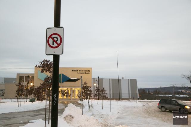 Une moyenne de dix-huit constats d'infraction pour stationnement interdit est... (Imacom, René Marquis)