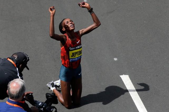 La marathonienne kényane Rita Jeptoo a été contrôlée... (Photo Charles Krupa, archives AP)