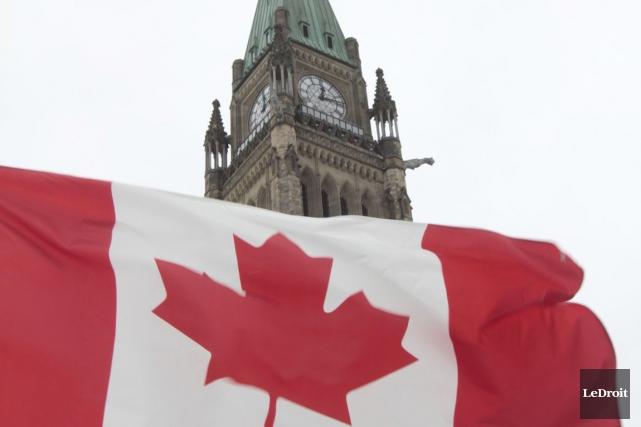 Le gouvernement canadien cumule un déficit budgétaire de 3,3 milliards de... (Photo Étienne Ranger, archives LeDroit)