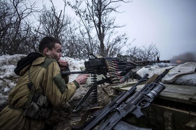 Les séparatistes prorusses ont menacé d'étendre leur offensive dans l'est de... (PHOTO MANU BRABO, AFP)