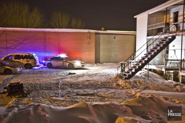 L'incendie qui s'est déclaré dans un édifice à... (PHOTO FÉLIX O.J. FOURNIER, COLLABORATION SPECIALE)