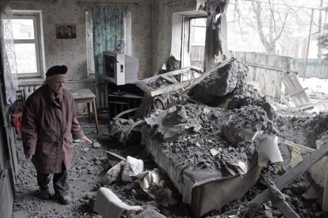 Depuis une dizaine de jours, les combats se... (PHOTO ALEXANDER ERMOCHENKO, REUTERS)
