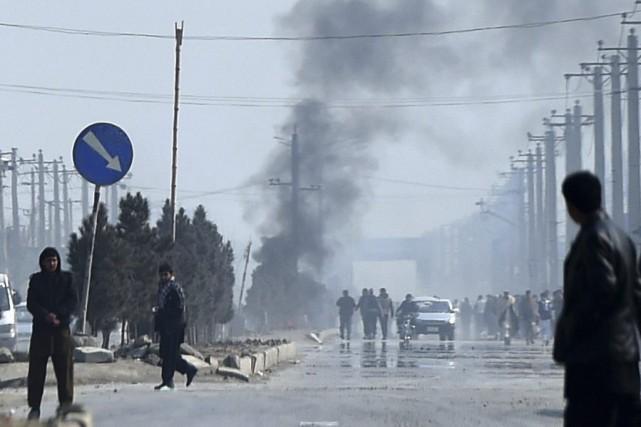 Environ 500 personnes ont manifesté samedi à Kaboul... (PHOTO WAKIL KOHSAR, AFP)