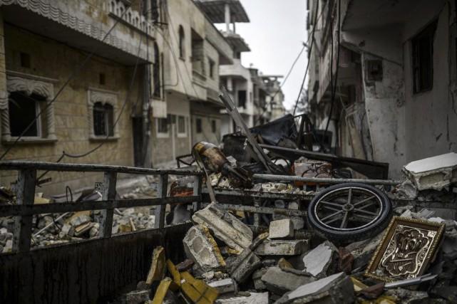 Les forces kurdes, appuyées par les raids de... (PHOTO BULENT KILIC, AFP)