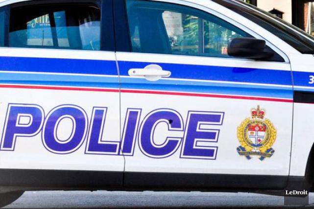 Les policiers d'Ottawa étaient à l'oeuvre tôt en ce samedi matin polaire. Une... (Martin Roy, Archives LeDroit)