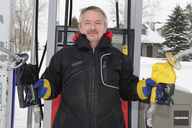 Régis Laforge, propriétaire d'une station-service à L'Ascension.... ((Photo Le Quotidien, Marc St-Hilaire))