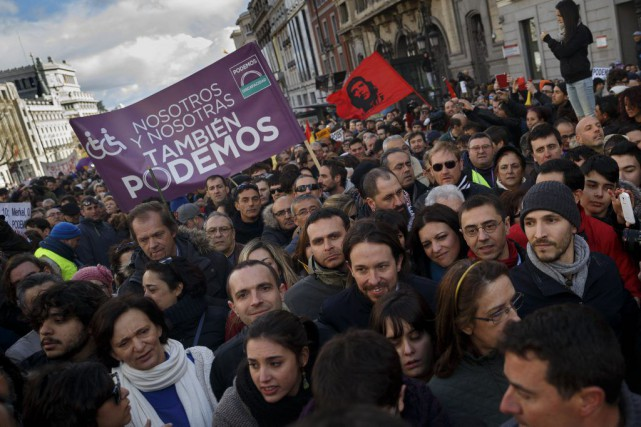 Au moins 100000 partisans du parti antilibéral Podemos... (Photo Daniel Ochoa de Olza, AP)