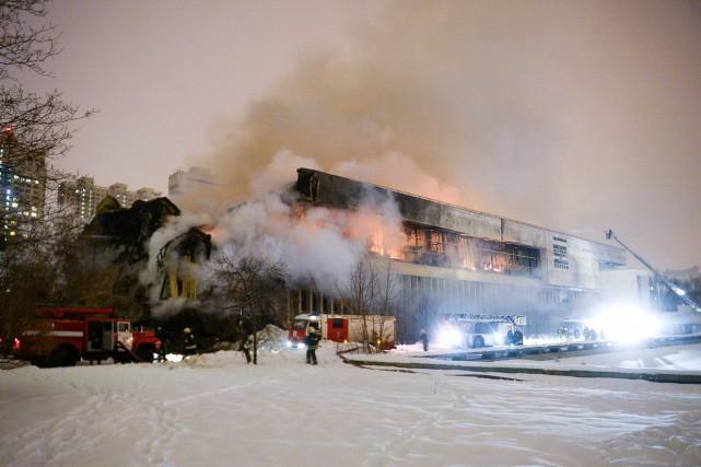 Selon les secours, l'incendie, qui s'est déclaré vendredi... (Photo Alexander Zemlianichenko Jr, AP)