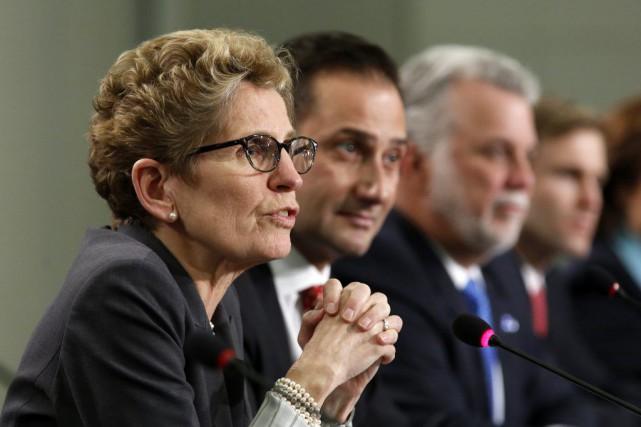 Réunis à Ottawa vendredi, les premiers ministres des... (Chris Wattie, Reuters)