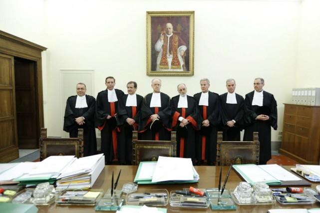 À partir de la gauche, les juges Raffaele... (Photo Riccardo De Luca, AP)