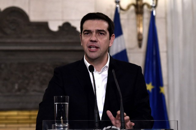 Le premier ministre Alexis Tsipras a demandé samedi... (PHOTO ARIS MESSINIS, AFP)