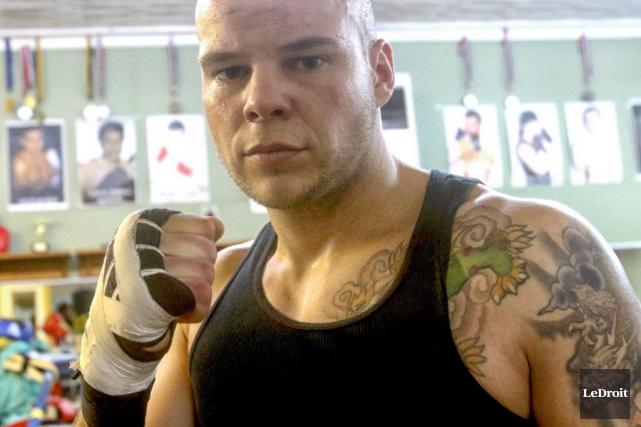 En plus de la boxe, Villeneuve multiplie les... (Photo PATRICK WOODBURY, LeDroit)