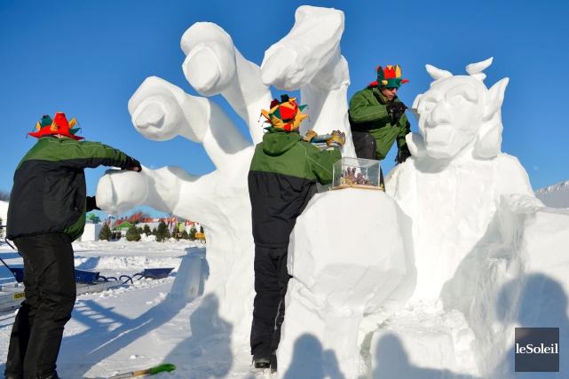 La sculpture sur neige Sous l'emprise de LA... (Photo Le Soleil, Yan Doublet)
