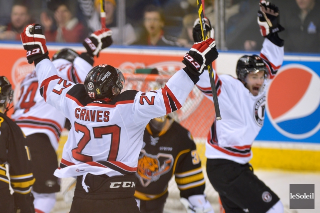 Les Remparts célèbrent le but de Ryan Garves... (Photo Le Soleil, Yan Doublet)