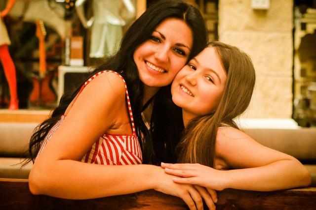 Brittany Gagnon, 17 ans, et sa petite soeur... ((Courtoisie))