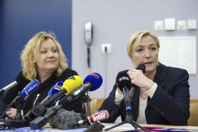 La candidate du FN Sophie Montel, en compagnie... (Photo SEBASTIEN BOZON, archives AFP)