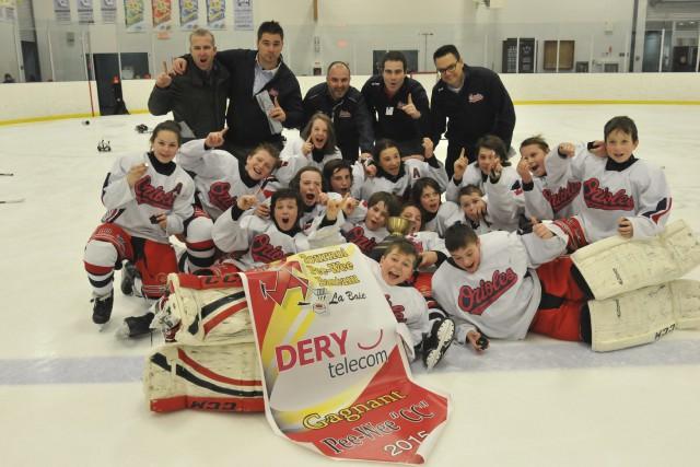Le hockey jonquiérois a célébré les victoires des... ((Photo Michel Tremblay))