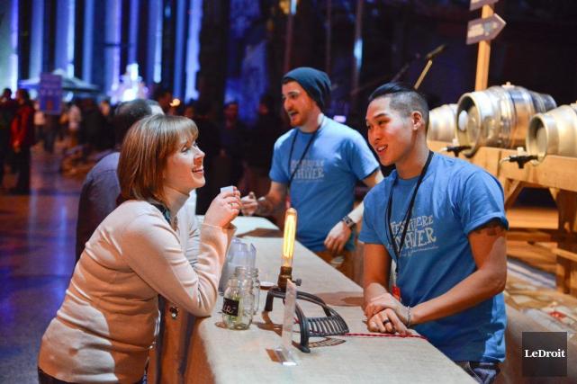 Qu'est-ce qui fait le succès des festivals de bière, ce qui s'est réaffirmé... (Martin Roy, LeDroit)
