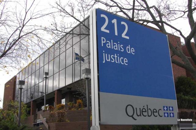 Trois individus arrêtés dans le cadre de l'opération... (Sylvain Mayer, Le Nouvelliste)