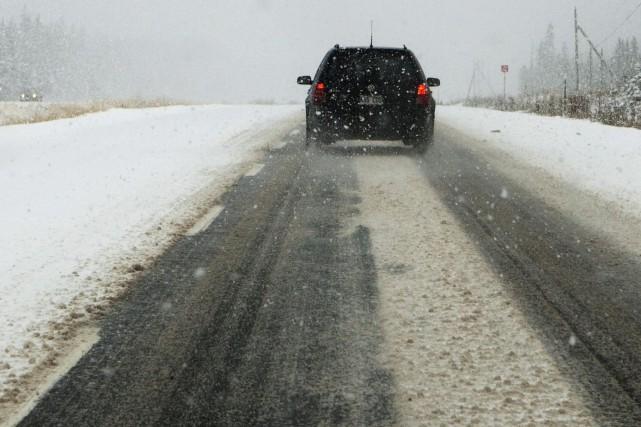 Les conditions météo des dernières heures compliquent la conduite automobile... (Archives PC)
