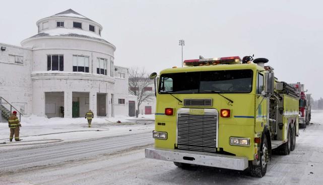 Les pompiers de la Sécurité publique de Trois-Rivières ont dû éteindre lundi... (François Gervais)