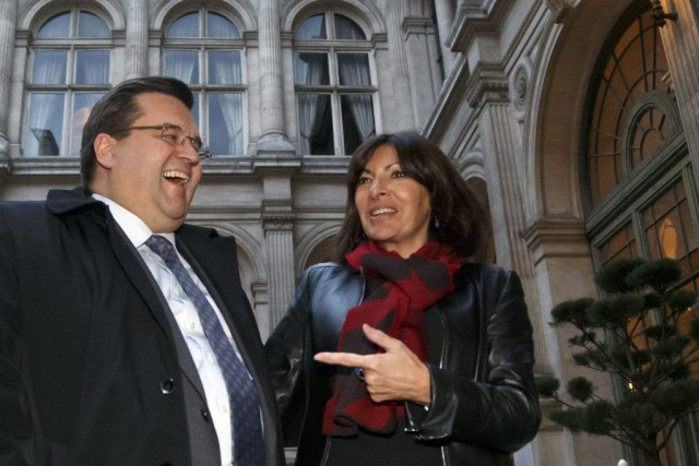 Les maires de Montréal Denis Coderre et de... (PHOTO MICHEL EULER, ASSOCIATED PRESS)