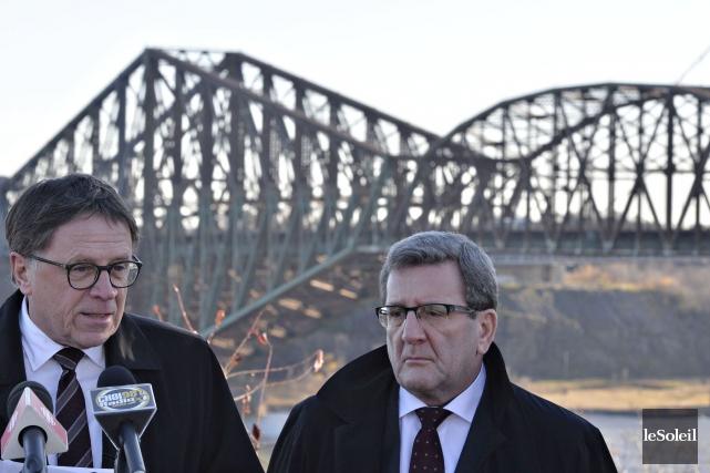 Régis Labeaume, maire de Québec, et Gilles Lehouillier,... (Photo Le Soleil, Pascal Ratthé)