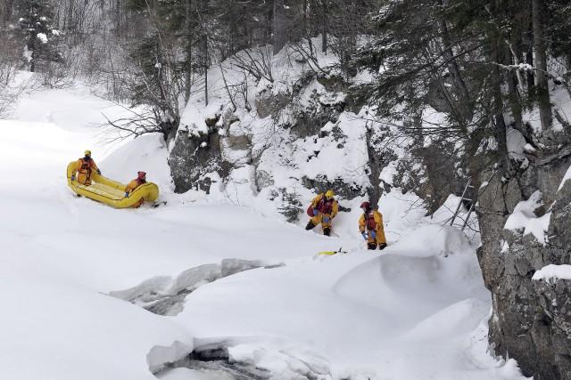 Les pompiers ont dû travailler durant trois heures... ((Photo Rocket Lavoie))