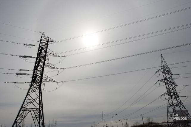 Dimanche avant-midi, deux équipes d'Hydro-Québec ont été dépêchées... (Photothèque La Presse)
