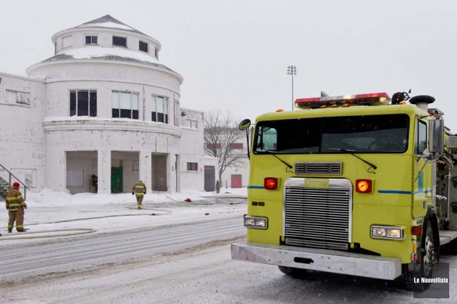 Les pompiers de la Sécurité publique de Trois-Rivières ont dû éteindre lundi... (Photo: François Gervais, Le Nouvelliste)