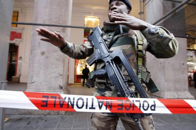 Les militaires agressés à Nice assuraient la sécurité... (PHOTO ÉRIC GAILLARD, REUTERS)