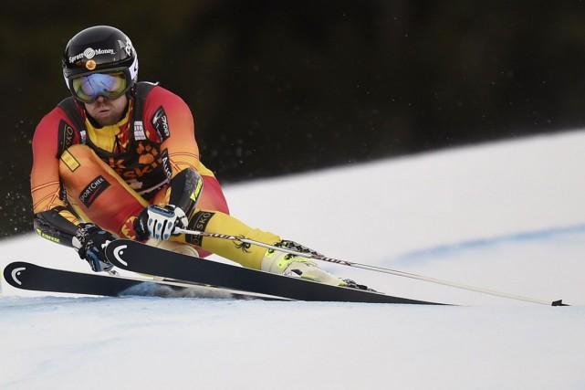 Le skieur Dustin Cook lors d'une descente en... (Agence France-Presse)