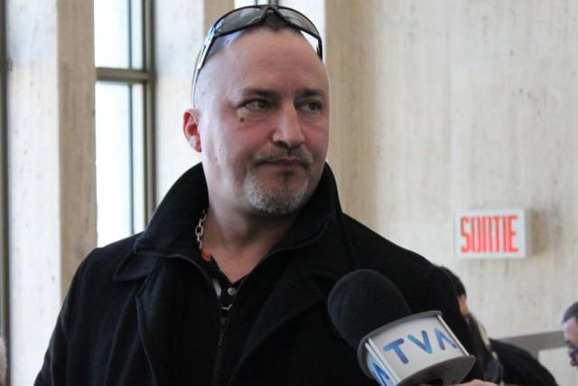 Bernard «Rambo» Gauthier à sa sortie du tribunal,... (Collaboration spéciale, Fanny Lévesque)