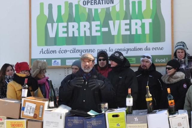 Les organisateurs de la troisième Opération Verre-Vert ont... (Photo fournie)
