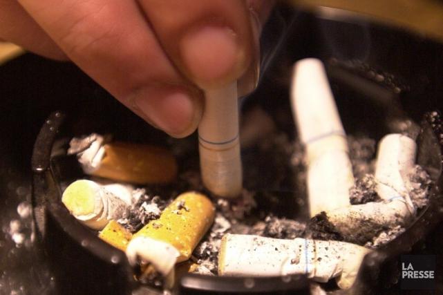 Le taux de tabagisme chez les Canadiens a glissé à 15 pour cent, ce qui... (Archives La Presse)