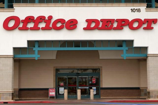 Staples et Office Depotcombinés généreraient un chiffre d'affaires... (PHOTO MIKE BLAKE, ARCHIVES REUTERS)