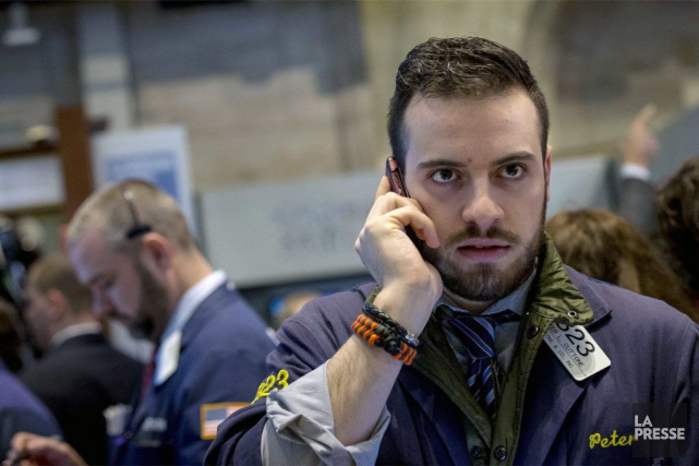 Wall Street a fini sans conviction mercredi, freinée par une décision de la... (PHOTO BRENDAN MCDERMID, REUTERS)