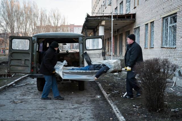 Dans l'ouest de Donetsk, les victimes ont été... (PHOTO ANDREY BORODULIN, AFP)