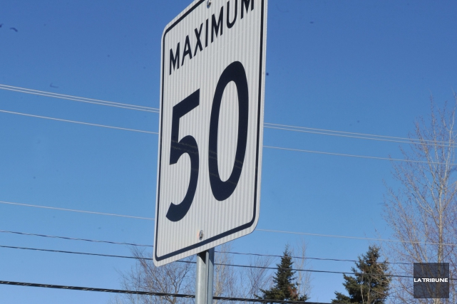 Cinq panneaux d'affichage de vitesse amovibles seront déployés dans les... (Archives La Tribune)