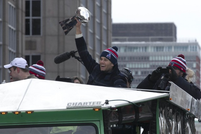 Le quart arrière des Patriots, Tom Brady... (PHOTO KATHERINE TAYLOR, REUTERS)