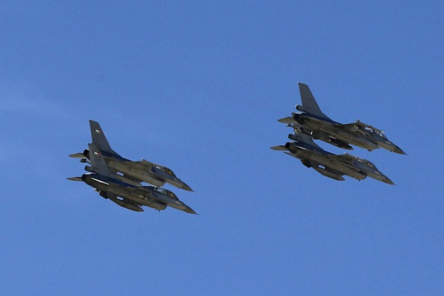 «L'armée de l'air jordanienne a lancé des raids... (PHOTO MUHAMMAD HAMED, ARCHIVES REUTERS)