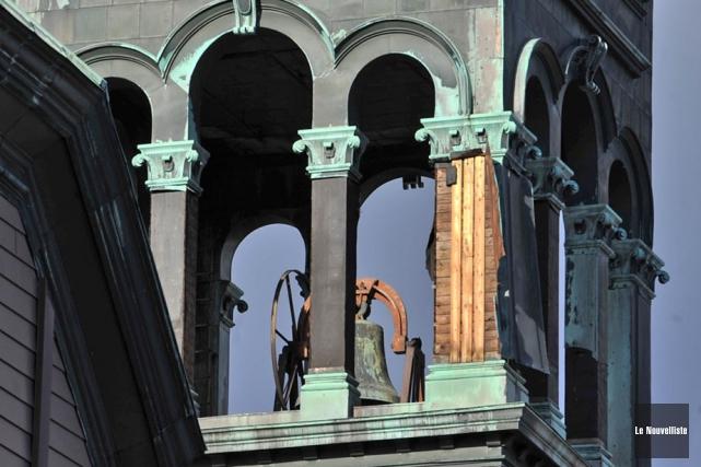Les cloches de l'église Saint-Philippe, qu'on aperçoit ici... (Photo: Stéphane Lessard, Le Nouvelliste)