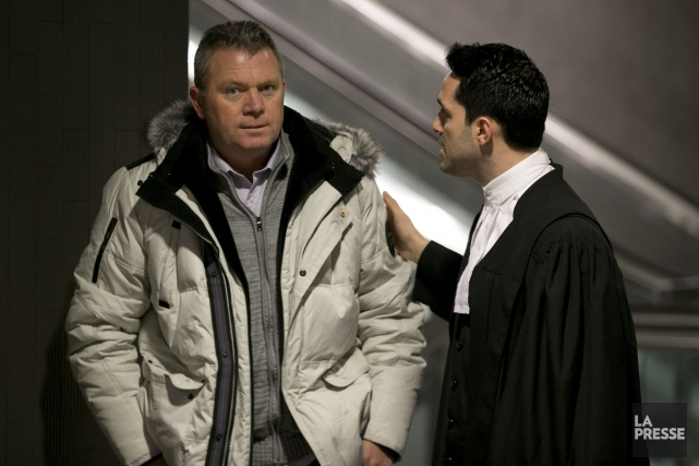 Kujtim Canaj discute avec son avocat.... (PHOTO FRANÇOIS ROY, LA PRESSE)