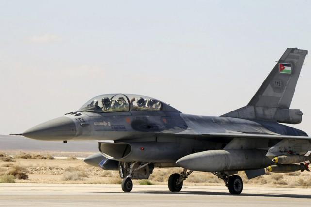 Jeudi, des dizaines d'avions jordaniens ont mené des... (PHOTO REUTERS)